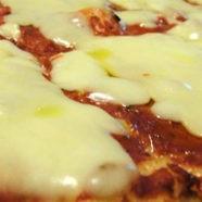 particolare di pizza margherita