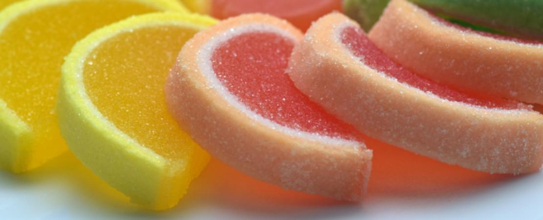 Caramelle di zucchero dalla forma di spicchio di agrume